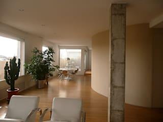 Soggiorno in stile  di Maroto e Ibañez Arquitectos