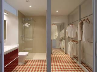 Modern Giyinme Odası Lara Pujol | Interiorismo & Proyectos de diseño Modern