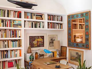 Estudios y oficinas de estilo mediterraneo por Casa Josephine