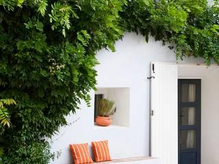 Nhà phong cách Địa Trung Hải bởi Casa Josephine Địa Trung Hải