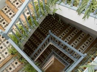 Bed & Breakfast en La Rioja Pasillos, vestíbulos y escaleras de estilo mediterráneo de Casa Josephine Mediterráneo