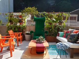 Eclectic style balcony, veranda & terrace by Escala Arquitetura Eclectic