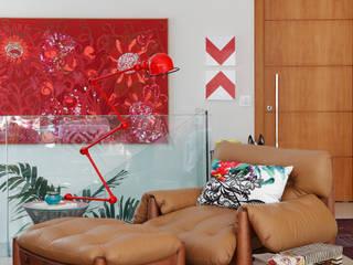 Cobertura Leblon : Salas de estar  por Escala Arquitetura ,Eclético