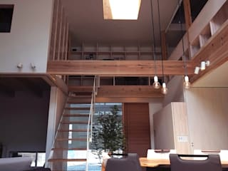 Modern corridor, hallway & stairs by 建築設計事務所SAI工房 Modern