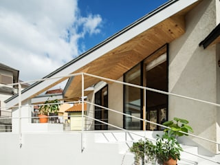 Modern style balcony, porch & terrace by 建築設計事務所SAI工房 Modern