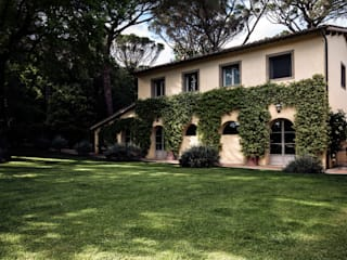 Villa in Toscana: Giardino in stile  di Miidesign