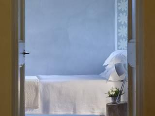 地中海スタイルの 寝室 の Marcello Gavioli 地中海