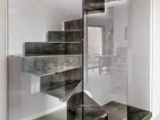 Escaliers:  de style  par Atelier MaDe