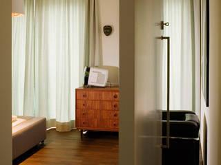Bogenallee Wohnen [+] Moderne Schlafzimmer von blauraum architekten Modern