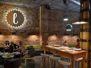 Lotelito Rooms & Bar Bares y clubs de estilo moderno de LabMatic Estudio Moderno