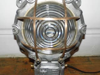 Vintage Bulkhead Lamp od Travers Antiques Industrialny