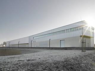 Laser Zentrum Nord: modern  von blauraum architekten,Modern