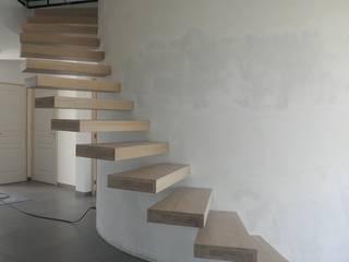 Escaliers suspendus:  de style  par Amibois