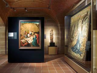 Marius Schreyer Design Salas multimedia de estilo clásico