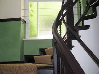 Treppenhaus Wandgestaltung Flur, Diele & Treppenhaus von Atelier Wandlungen GbR