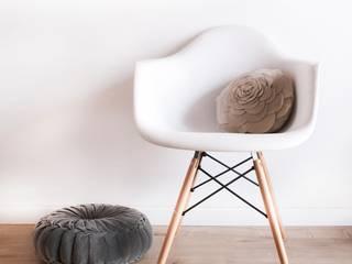 Silla DAW style:  de estilo  de Decoratualma