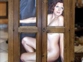 Trompe l'oeil su piccolo armadio:  in stile  di Farolfi Arte