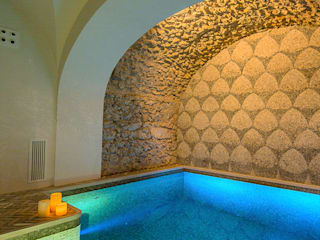 Piscina coperta di Casa del Vescovo Piscina in stile mediterraneo di Francesco Della Femina Mediterraneo