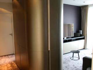 APPARTEMENT A PARIS 16: Espaces commerciaux de style  par agence Patrick LEGHIMA