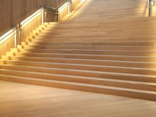 Classic style corridor, hallway and stairs by Holz + Floor GmbH | Thomas Maile | Wohngesunde Bodensysteme seit 1997 Classic