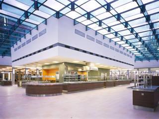 Zukunft der Vergangenheit - Umbau und Sanierung der Mensa der Technischen Universität Dresden:  Schulen von Maedebach & Redeleit Architekten