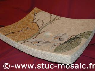 Vasque ou lave-main, lavabo en pierre naturelle et mosaique:  de style  par Stuc Mosaic