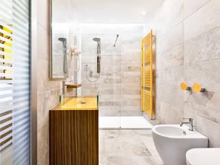 """Garden rooms """"il bosco del Cadelach"""": Hotel in stile  di Studio di Architettura Daniele Menichini"""