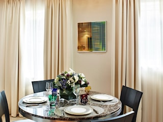 Harrod's Court: modern Dining room by Anna Casa