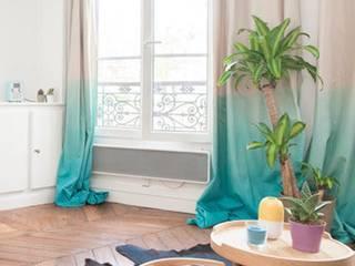 Rideaux tie and dye: Salon de style  par Sandra Dages