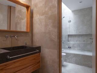 CASA HARAS Baños modernos de ESTUDIO GEYA Moderno