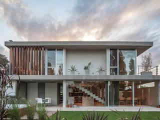 Casas modernas de ESTUDIO GEYA Moderno