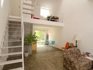 Casa RM: Pasillos y recibidores de estilo  por ARKRAFT studio