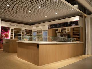 BOUTIQUE TRAITEUR PRINTEMPS: Centres commerciaux de style  par CT Creation