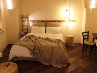 Quartos rústicos por FRANCESCO CARDANO Interior designer