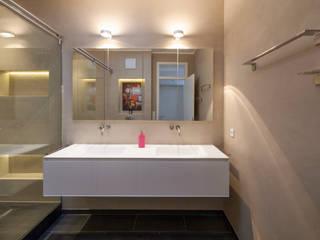 Fugenloses Bad mit Beton Cirè, Penthouse Köln Moderne Badezimmer von Einwandfrei - innovative Malerarbeiten oHG Modern