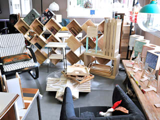 ATELIER D'éco SOLIDAIRE Living roomShelves