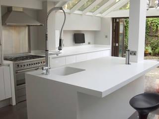 ห้องครัว by Greengage Interiors