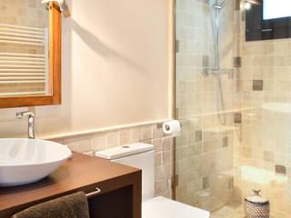 Casas de banho modernas por HOUSE HABITAT Moderno