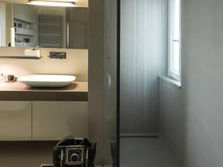 doccia: Bagno in stile in stile Moderno di desink.it