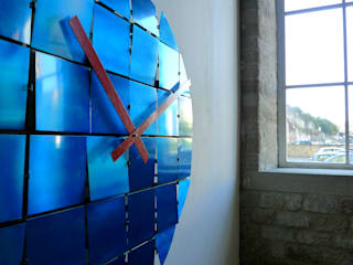 Animated Reflective Tile Clock:   by BLOTT WORKS