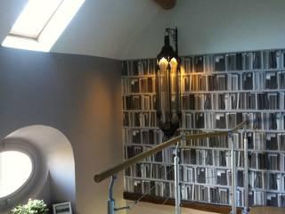 Moderner Flur, Diele & Treppenhaus von At Ome Modern