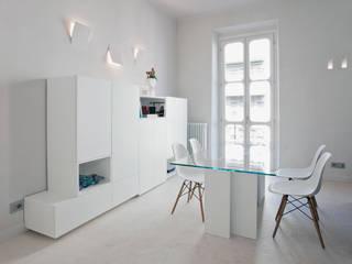 HOUSE FOR HOLIDAYS: Sala da pranzo in stile in stile Minimalista di PAOLO FRELLO & PARTNERS