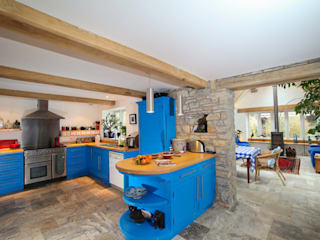 Willow Barn Country style kitchen by Kaya Design Country