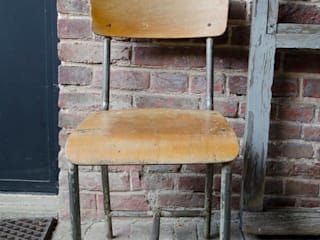 Chaise d'école:  de style  par brocantedelabruyere.com
