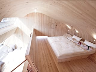 Haus der Ufogel: moderne Schlafzimmer von Aberjung Design Agency