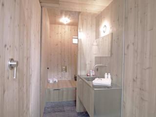 Haus der Ufogel: moderne Badezimmer von Aberjung Design Agency