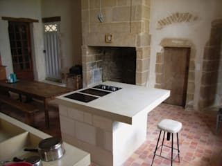 A Thirteen Century style Kitchen in white concrete by Concrete LCDA Rustic