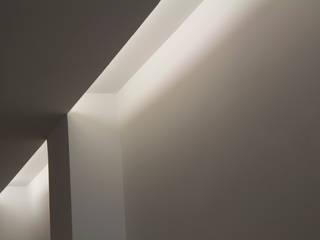 REFORMA INTEGRAL DE VIVIENDA EN MASSANASSA: Casas de estilo moderno de RUBÉN MUEDRA ESTUDIO DE ARQUITECTURA