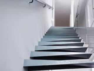 Escalera Casas de estilo minimalista de homify Minimalista