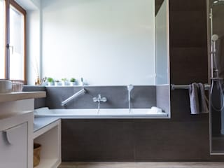 EK Architecte Scandinavian style bathroom